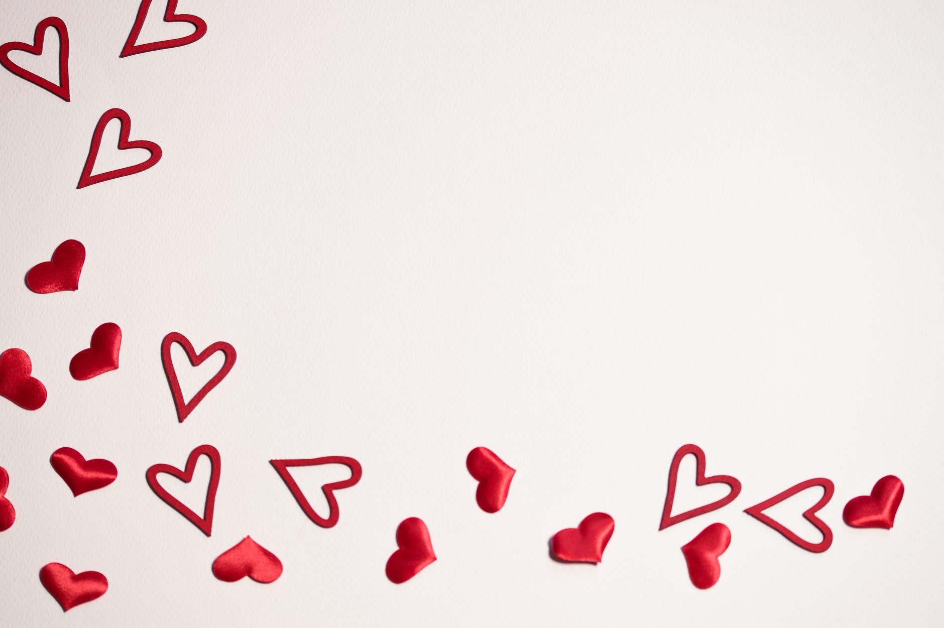mini red hearts wallpaper